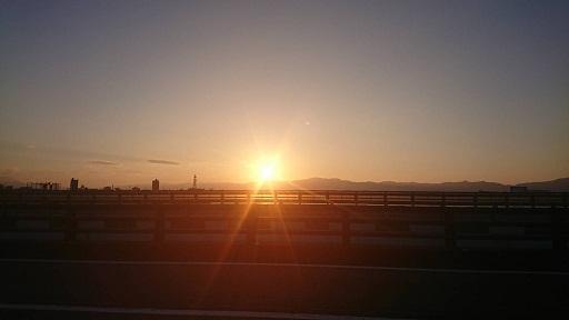 海岸沿いの夕日