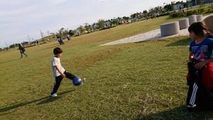 月見ヶ丘公園でサッカー