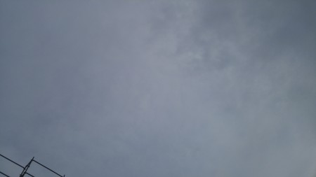 台風前のどんより雲