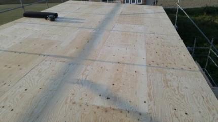 屋根野地板施工