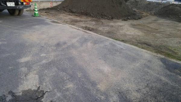 汚れた道路の掃除
