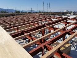 鉄骨構造住宅の屋根作業