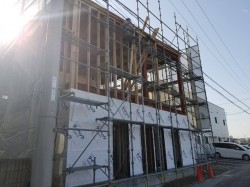 2階部柱や間柱取り付け、冊子開口作業