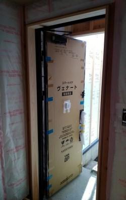 石井町S様邸新築工事 額縁取り付け