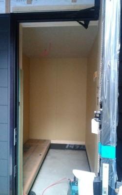 玄関に収納棚が