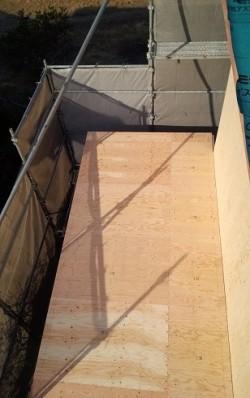 引き続き屋根工事