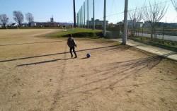 長男とサッカーをしに公園へ