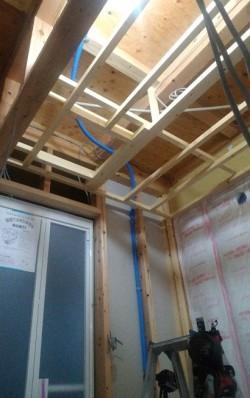 洗面脱衣室に天井点検口