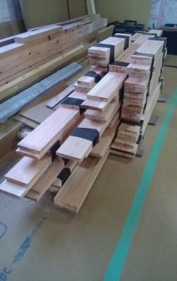 窓枠の杉材が届きました