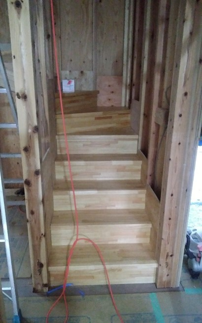 階段踏み板と蹴込み取り付け