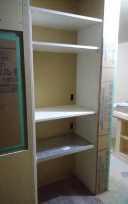 スライド式の棚付きの収納枠完成