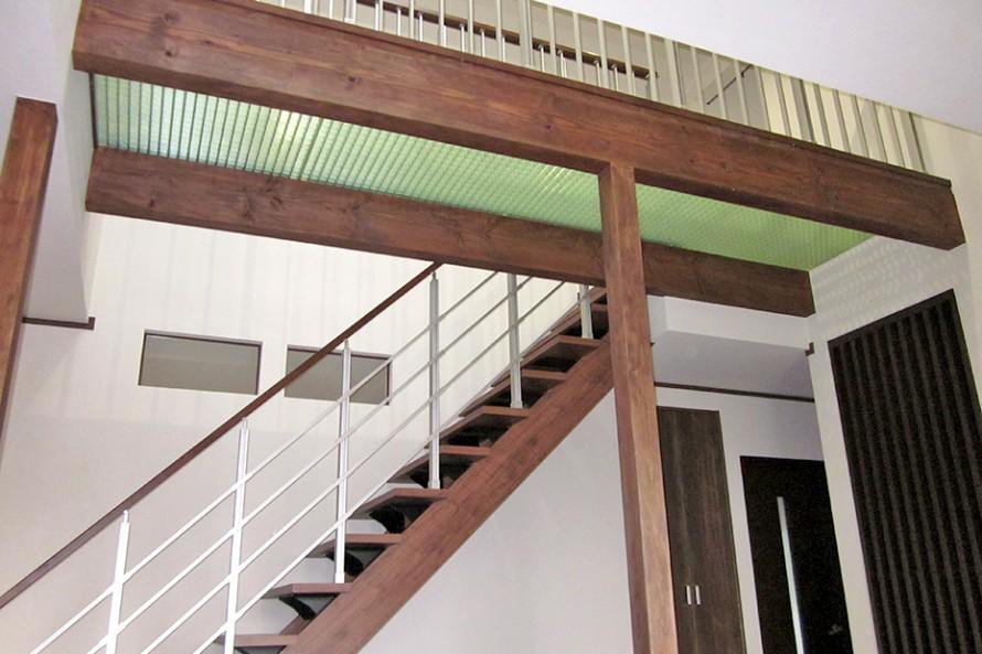 階段横の真上に天窓