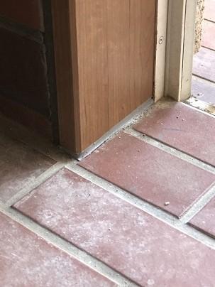 玄関タイルの部分補修