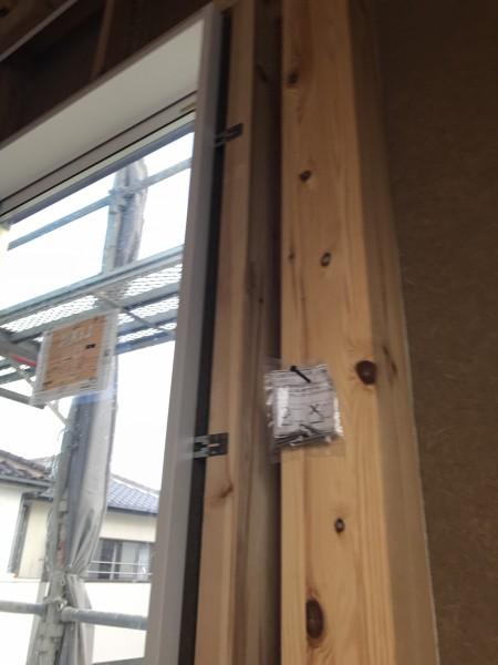 窓枠取り付け