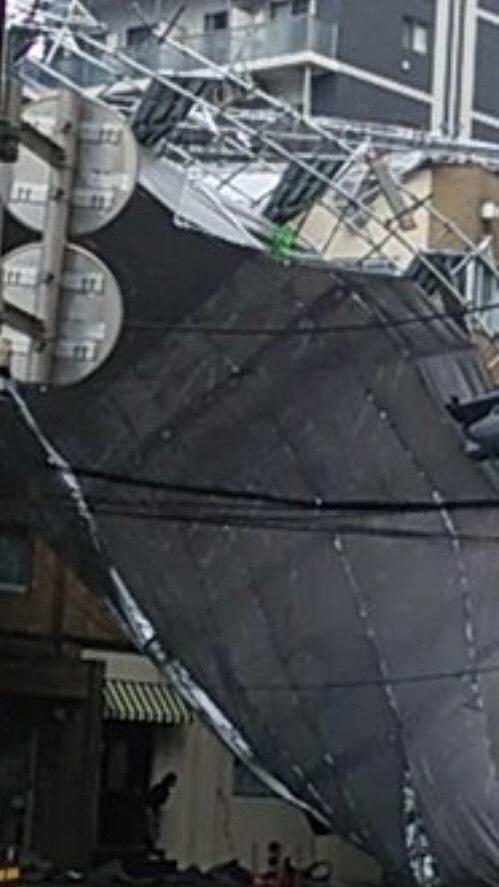 台風の影響で崩れた足場
