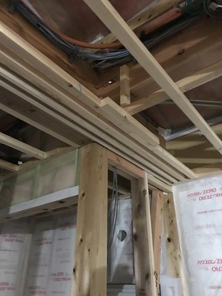 上吊りの枠の施工