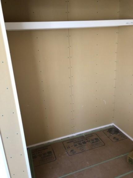 収納の枕棚施工