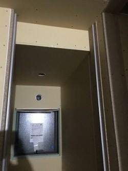 トイレの入り口枠施工