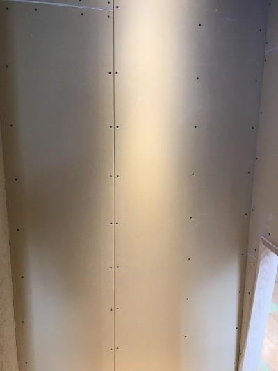 壁のプラスターボード貼り