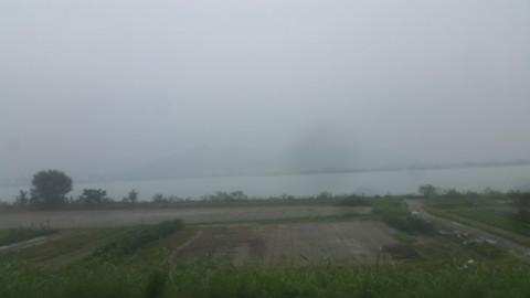 現場の道中の霧発生
